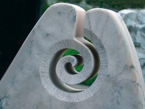 straehle-natursteine-produkte-grabstein-ornament